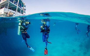 4 Day/3 Night Outer Barrier Reef Encounter from Cairns
