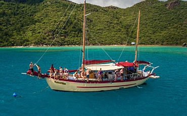 3 Day/2 Night Summertime Whitsunday Islands Sailing Tour from Airlie Beach