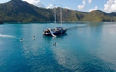 3 Day/2 Night Atlantic Clipper Whitsunday Island Sailing Tour from Airlie Beach
