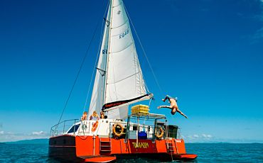 2 Day/2 Night Tongarra Whitsunday Island Sailing Tour from Airlie Beach
