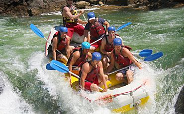 1 Day Raging Thunder Tully River Extreme White Water Rafting from Cairns